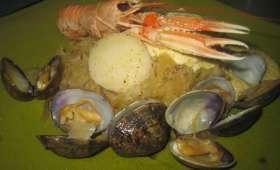 Choucroute de la mer crustacés et fruits de mer, sauce au beurre citronné