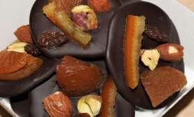 Mendiants chocolat abricots, amandes, oranges, pistaches, raisins