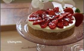 Cheesecake au lait concentré, fraises à la gelée de framboises