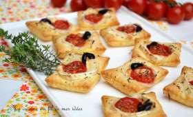 Petits feuilletés apéritifs au chèvre, tomates cerise et thym