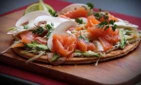 Tarte fine saumon fumé et légumes croquants