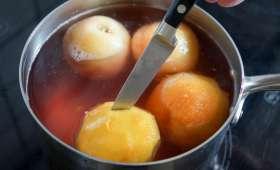 Pocher des fruits au sirop