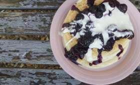 Pancakes légers au yaourt, sans oeufs, compotée de myrtilles au sirop d'érable