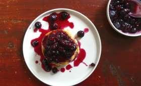 Pancakes au kéfir et compote de myrtilles