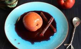 Nectarines pochées au sirop de cranberry et réglisse