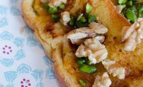 Brioche perdue aux noix, aux pistaches et au sirop d'érable