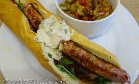 """Hot dog toulousain, ketchup """"maison"""", sauce moutardée douce"""
