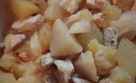 Poulet aux pommes de terre et navets, sauce moutarde