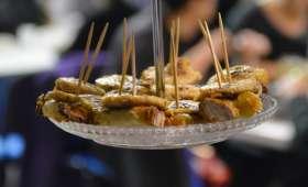 Toasts confit d'ail et oignon déglacé au cassis, boudin blanc