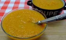Soupe de potiron et légumes à la poitrine fumée