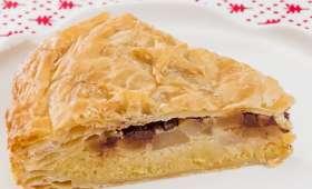 Galette des rois à la crème d'amandes, aux poires et pépites de chocolat