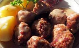 Boulette de viande, sauce à la crème & confiture d'airelles