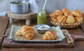 Croissants briochés au beurre d'ail et persil