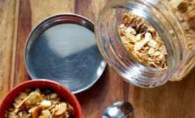 Granola aux fruits rouges et au chocolat blanc