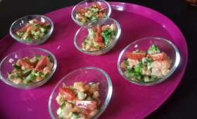 Tartare de saumon, légumes et coriandre en verrines