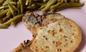 Côte de porc marinée à la sauce soja et à la coriandre