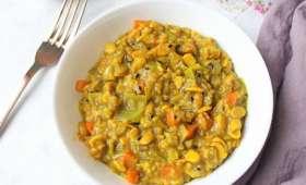 Kitchari, plat ayurvédique Indien de riz, soja ou lentilles et épices