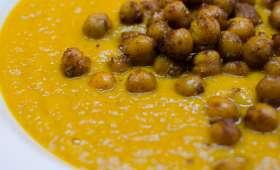 Soupe de carottes aux épices et ses pois chiches rôtis