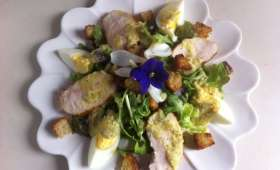 Salade Caesar au poulet et parmesan