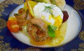 Muffin crème d'avocat à l'aneth et à la coriandre, oeuf poché, saumon à l'aneth et asperges