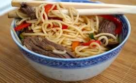 Nouilles asiatiques sautées au boeuf et aux légumes