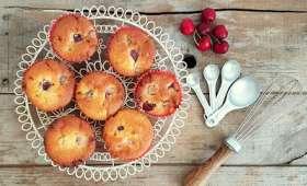 Muffins aux cerises et aux pépites de chocolat blanc