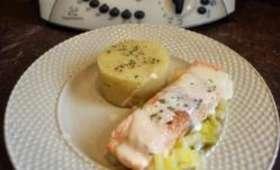 ▷ Pavé de saumon à la crème sur lit de poireau