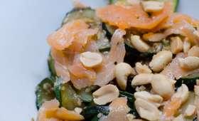 Poêlée de courgettes au saumon fumé et aux graines de sésame
