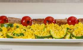 Brochettes de chipolatas au riz aux courgettes