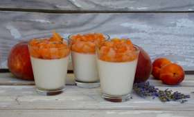 Pannacotta à l'amande, compotée pêches abricots à la lavande