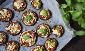 Mini-pizzas d'aubergine aux tomates confites, basilic et munster blanc (ou Feta)