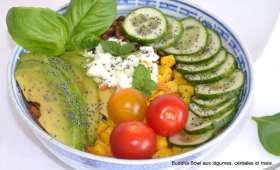 Buddha Bowl au maïs, céréales et légumes croquants