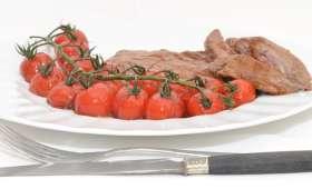 Bavettes d'aloyau et tomates cerise glacées.