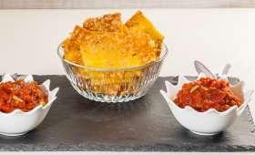 Chips de polenta au grana padano, sauce aux tomates et aux olives