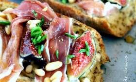 Tartines gorgonzola, figues et jambon cru de pays
