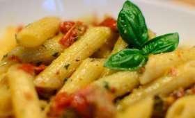 Salade de penne au pesto et aux tomates séchées
