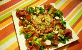 Une assiette de crudités,quinoa,et jambon d'Auvergne sans gluten