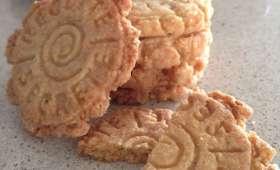 Les petits biscuits sablés à la noix de coco et à la cannelle