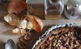 Tarte aux cèpes, oignons glacés, roquefort et noix
