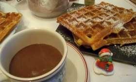 Chocolat chaud onctueux et gaufres