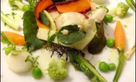 Tarte sablée au vieux cassant, légumes printaniers et vinaigrette thaï