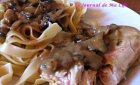 Coquelet au miel, champignons et crème fraîche