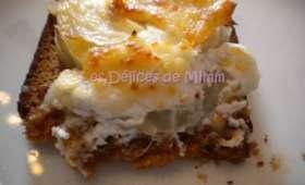 Pain d'épices au fromage de chèvre, poires et sirop de Liège