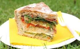 Pain de pique-nique garni aux légumes grillés
