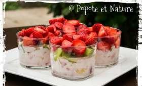 Verrines aux fraises, au yaourt et aux fruits frais