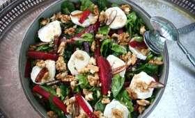 Salade de betteraves rouges au chèvre et aux dattes