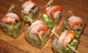 Verrines faciles. Salade d'avocats et brochettes de crevettes