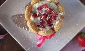 Charlottes individuelles aux fraises et au chocolat blanc