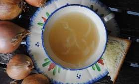 La soupe à l'oignon et son petit toast gratiné
