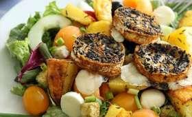 Salade du marché et chèvre toasté au cumin